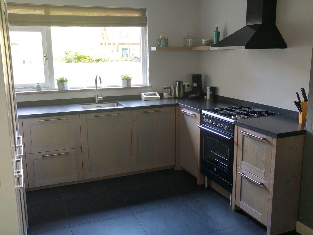 De Eikenhouten Keuken : Keuken met grijze monocoat panelen bouwbedrijf frentz